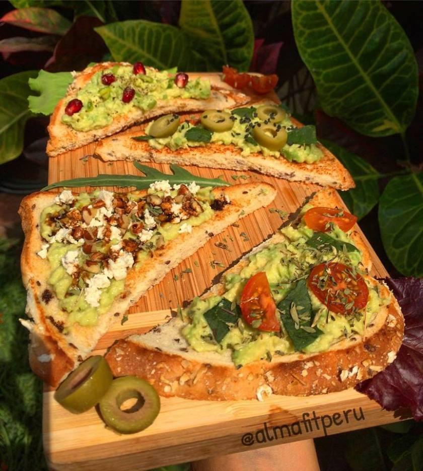 pan de semillas y palta
